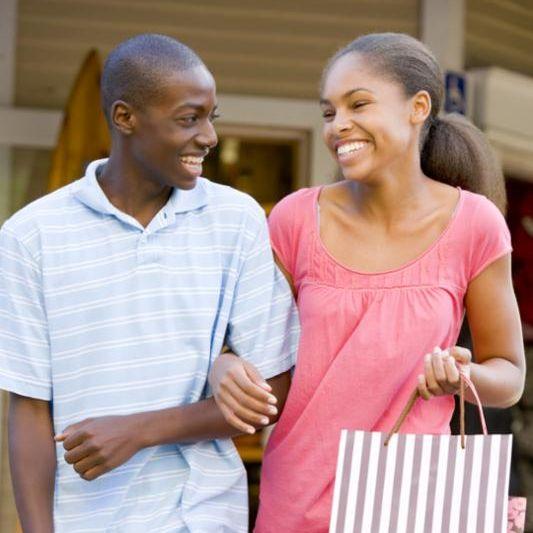 teenage_couple_shop.jpg
