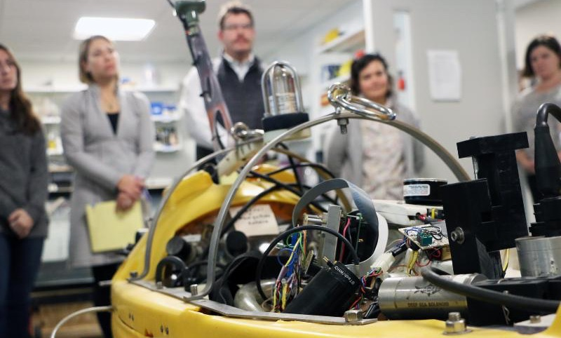Science educators from The Governor's Academy visit MIT Sea Grant and explore submersibles with the AUV Lab