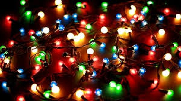 Driving around Fort Wayne at night right now means the omnipresence of  Christmas lights decorating many homes. Ever wonder when the practice began? - Spiritual Cyber-Vitamin: Reflecting The Lights Of Christmas