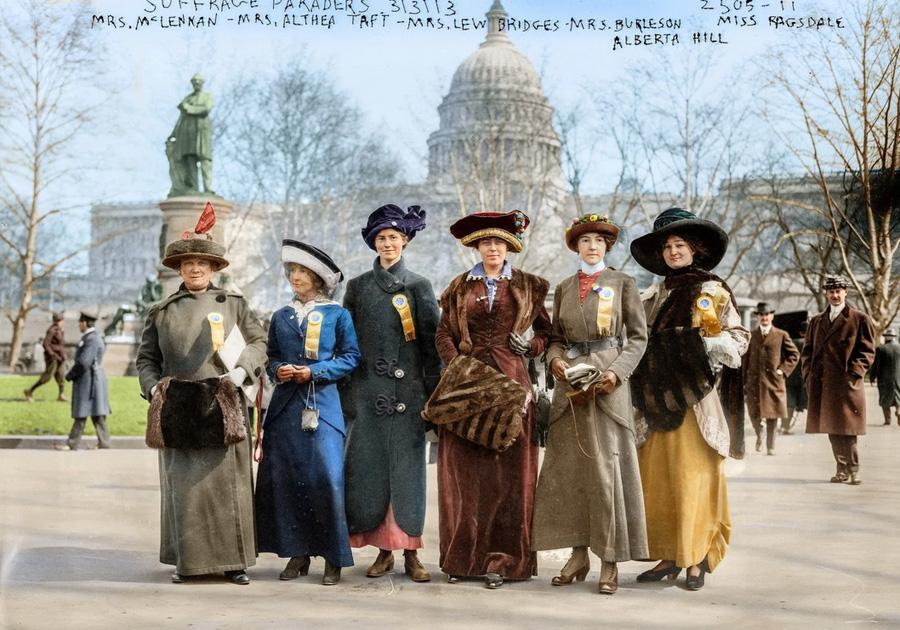 Suffrage paraders in front of the U.S. Capitol