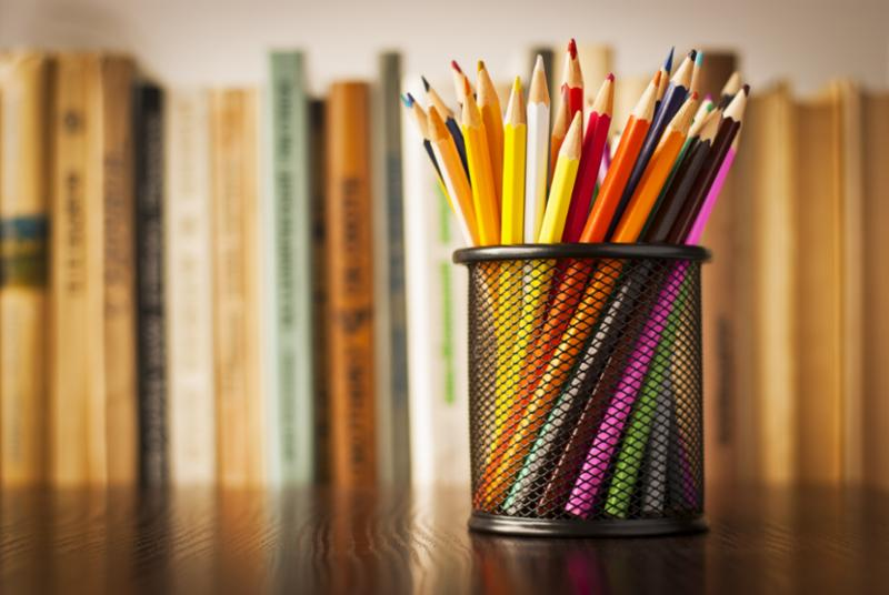 desk_tidy_colored_pencils.jpg