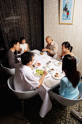 restaurant-group-meal.jpg