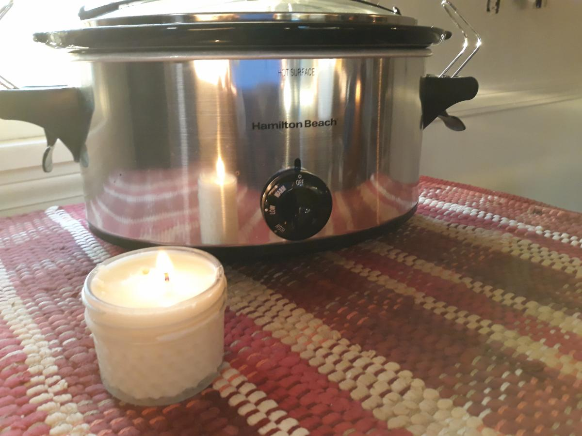 Make candles in a crock pot