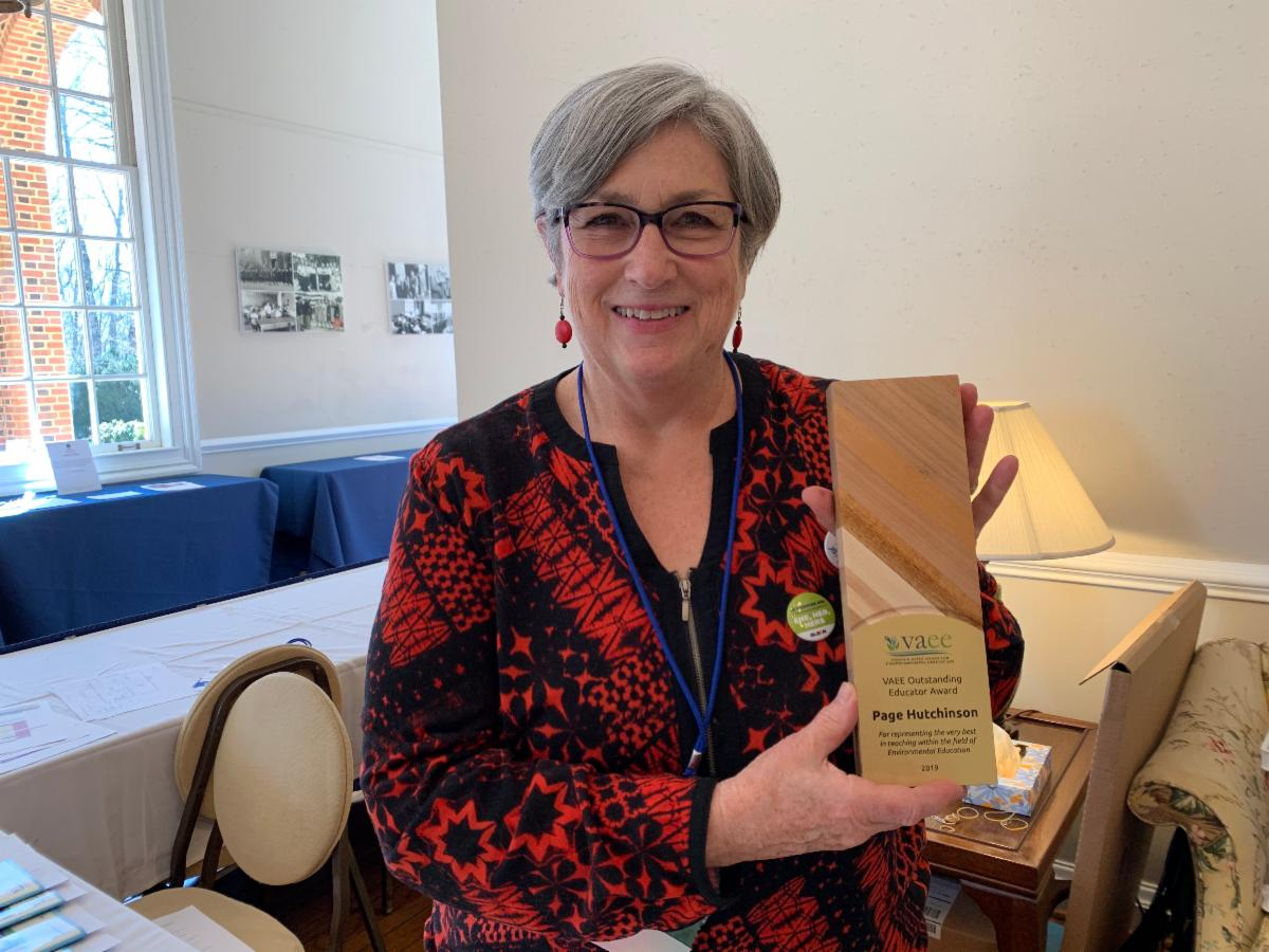 photo of Page Hutchinson with VAEE award