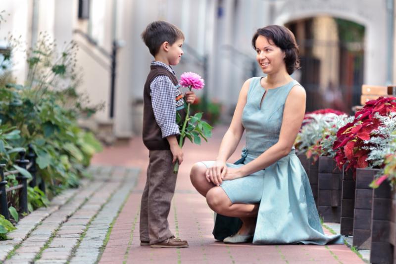 kid_flowers_mom.jpg