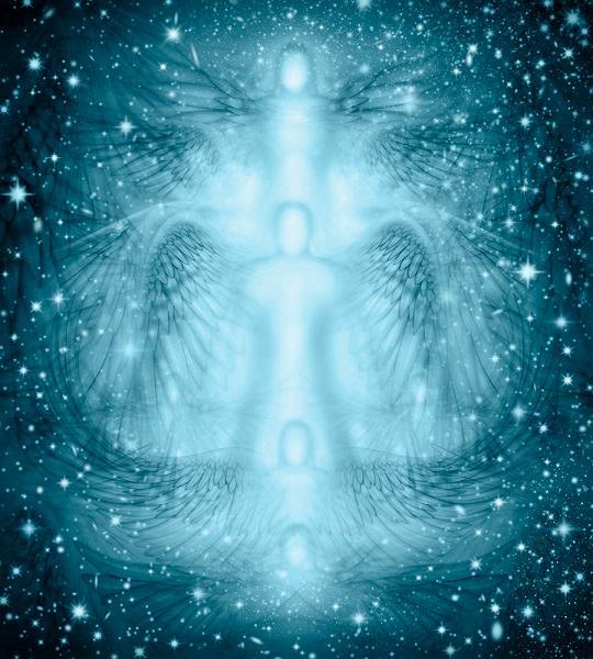 Los ángeles vuelan amorosamente