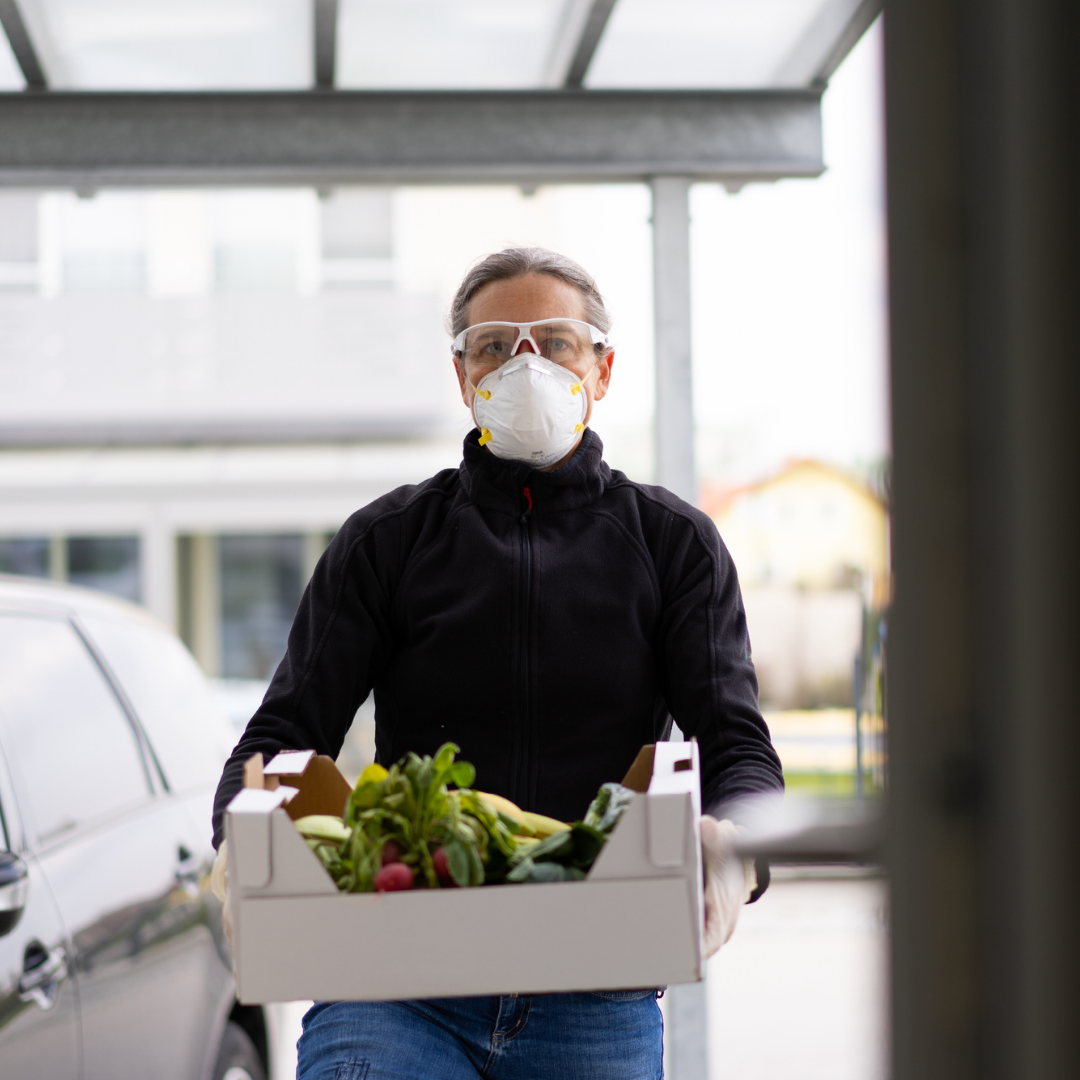 Man with mask delivering groceries