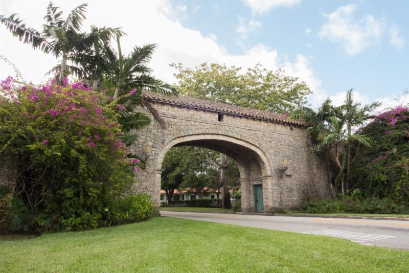 Granada entrance