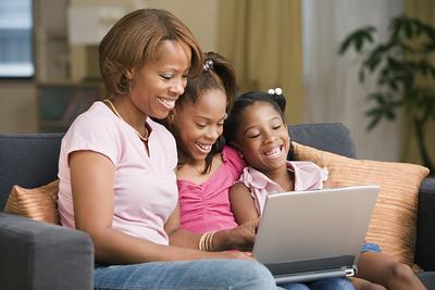 laptop-family-girls.jpg