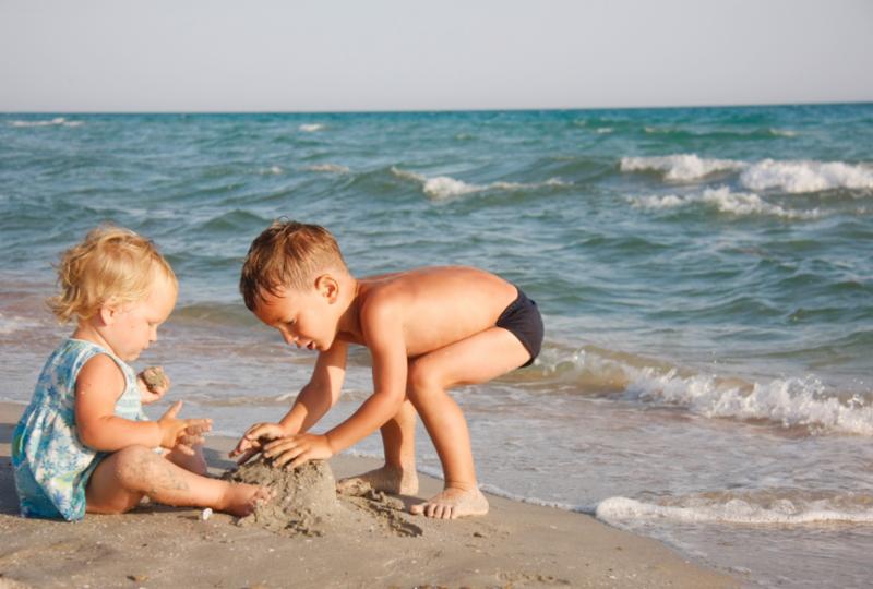 kids_on_beach.jpg