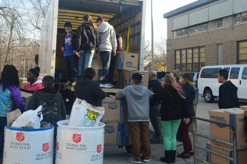 Students load truck with food