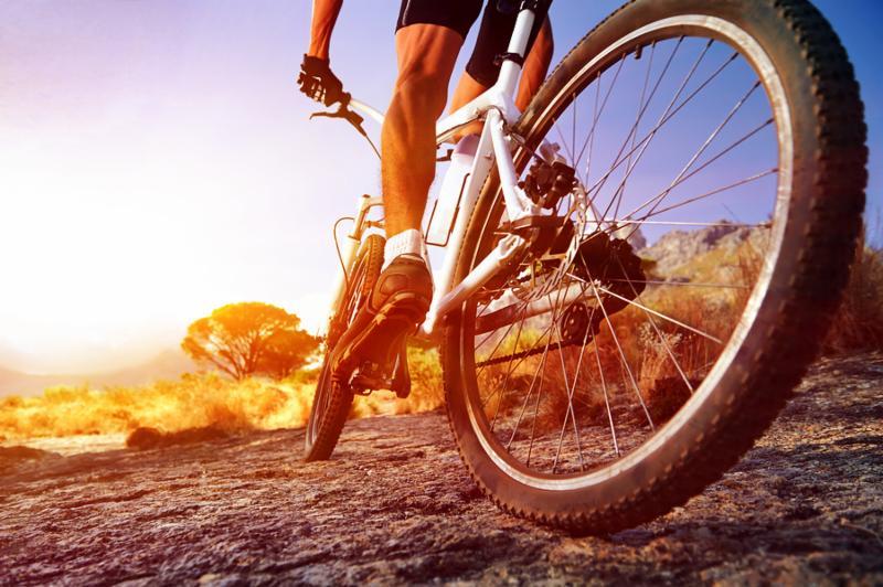 cyclist_riding_sport.jpg