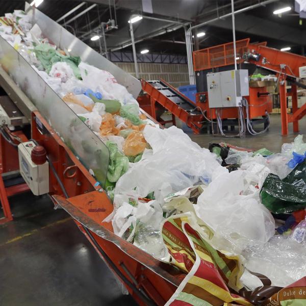 CA suspends plastic bag ban