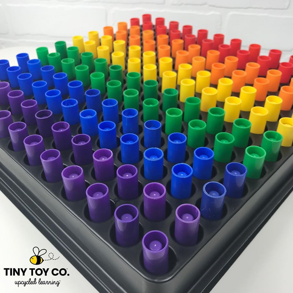 childrens marker lids aligned on a square by colour beginning with purple blue green yellow orange red