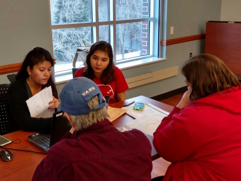 Participants in UNL Vita program help with taxes