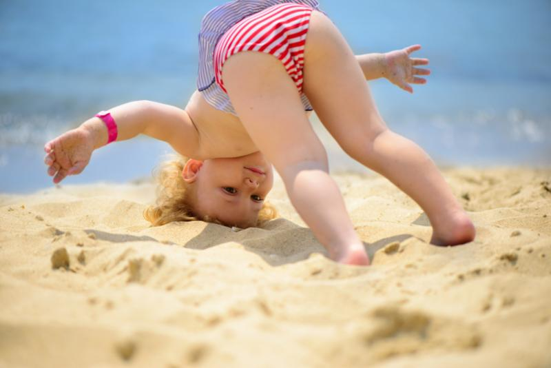 baby_yoga_beach.jpg